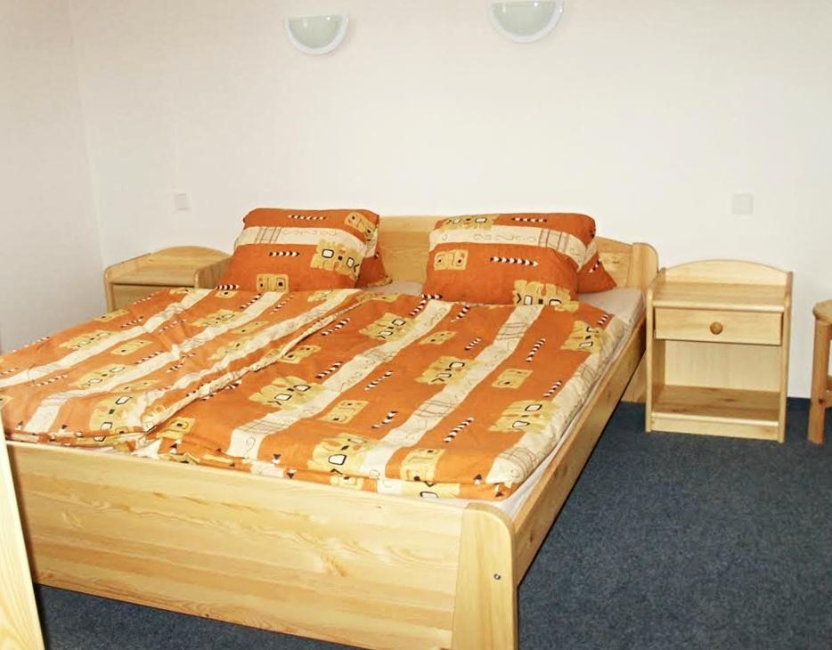 MIKI 180 Manželská posteľ
